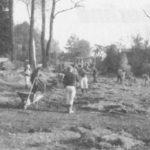 Im Frühjahr 1992 war es notwendig geworden, nach dem Kanalbau in der Ebersdorfer Straße und der Vorstadt, die Rasenflächen entlang des Sportplatzes wieder einzusetzen. Diese Arbeiten wurden durch die Sportfreunde in Eigenleistung realisiert.